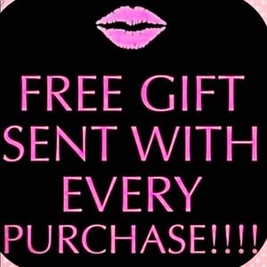 💕🛍 Free gift w/ purchase!